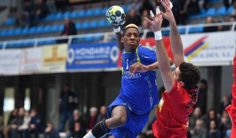 Balonmano: Yoan Balázquez podría salir del Porto en busca de minutos