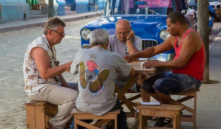 10 consejos para jugar al dominó como un cubano experto