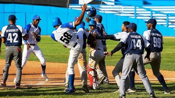 """Recuerde 6 de las peleas más """"calientes"""" del béisbol cubano (+ Videos)"""