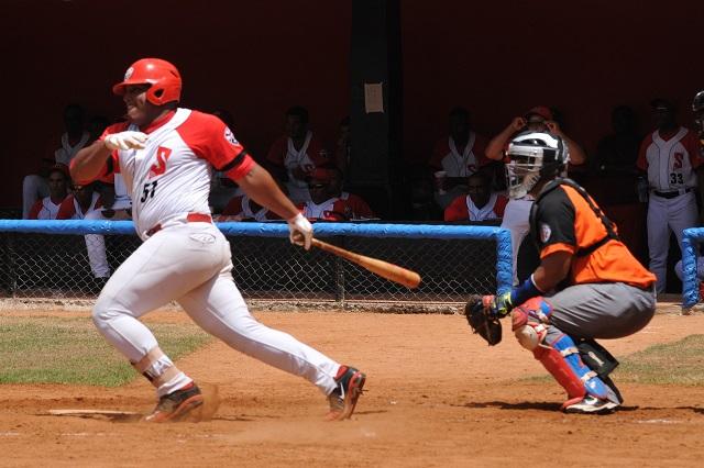 Santiago de Cuba pierde importante pelotero por salida del país