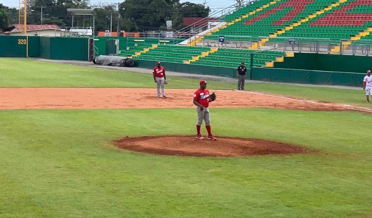 Lanzador cubano gana extraño partido de cero hit, cero carrera en Panamá