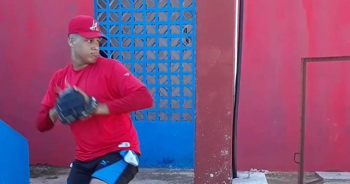Dos lanzadores artemiseños buscan puestos en Industriales