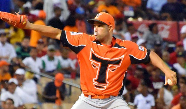 Cubano Raúl Valdés fuera de equipo de República Dominicana al Preolímpico de béisbol