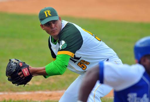 Oficial: Yosvani Torres se retiró en Cuba y reaparecerá pronto en béisbol de España