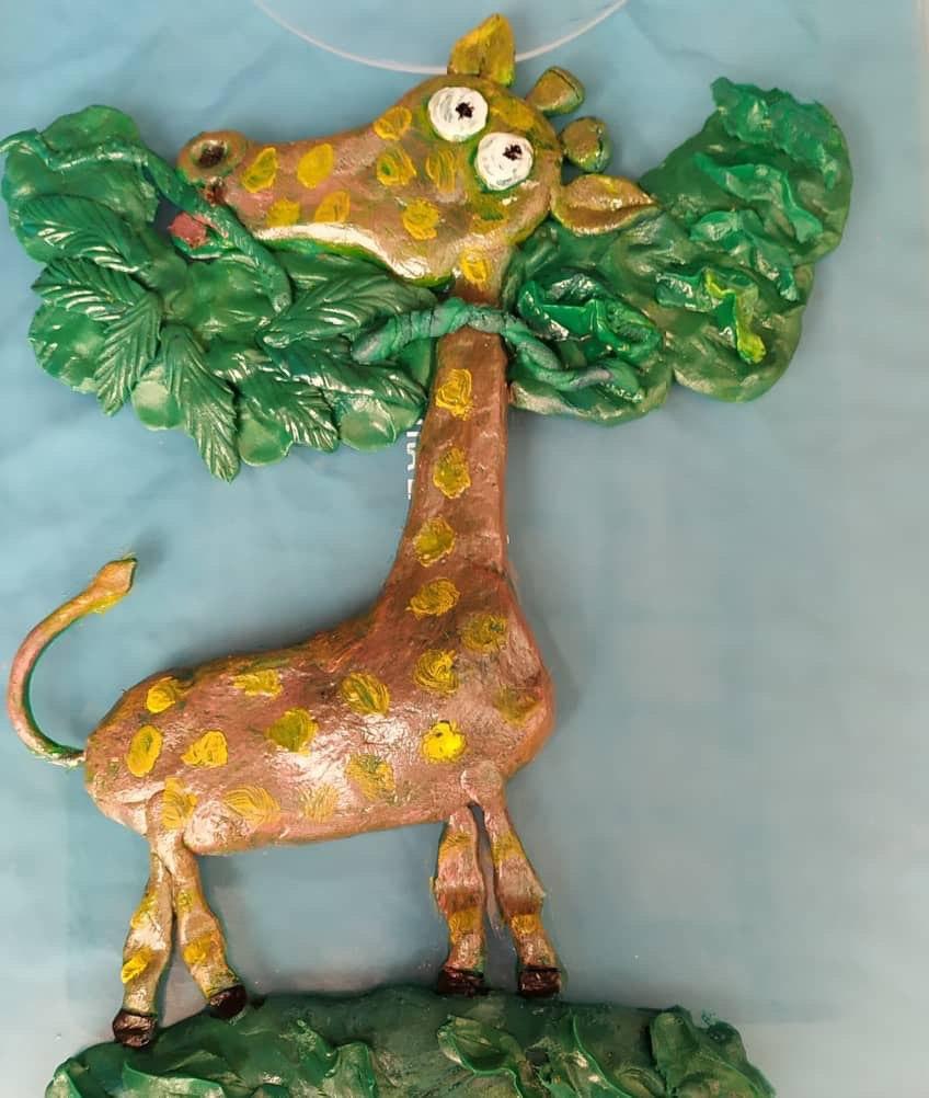 Arte naif dedicado a los niños. Obra en fondant. Técnica en relieve. Foto cortesía del entrevistado.
