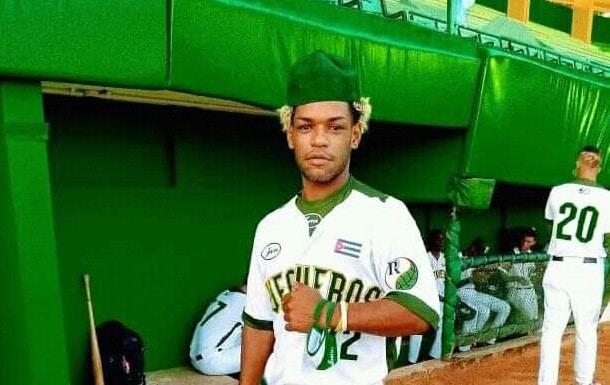Nunca jugó en la S.N. por su provincia Matanzas y debutó conectando jonrón como titular con Pinar del Río