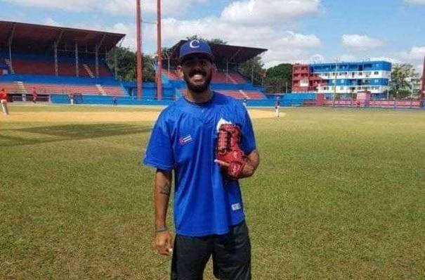 Regresa de Dominicana otro lanzador y se incorpora a la preselección de Industriales